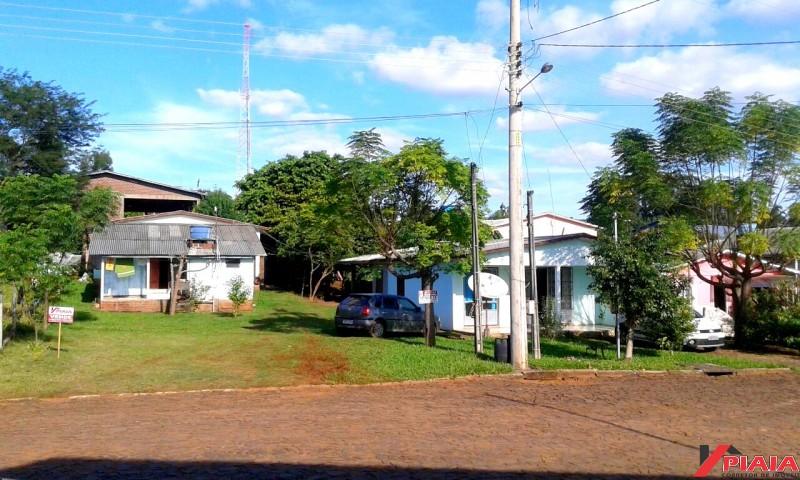 Lote urbano com casas
